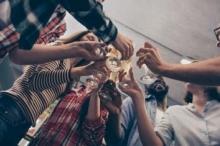 جوائز مالية لمن يصاب أولاً بكورونا.. طلاب أمريكيون ينظمون حفلات ...