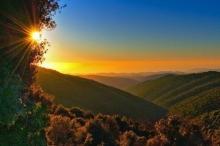 غروب الشمس في جبال الجليل الأعلى شمال فلسطين