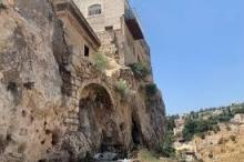 قبل الميلاد بقرون.. حقيقة قبر ابنة فرعون و50 قبرا صخريا ...