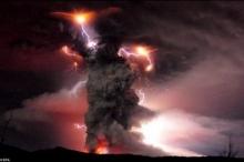 رغم البعد الجغرافي الشاسع...بركان بيوهيو التشيلي يشل حركة الطيران في ...