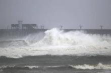 الإعصار سالي يهدد بسيول كارثية ودعوات حكومية للفرار