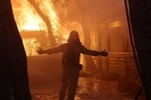 """""""ارتفاع ألسنة اللهب وصل لأربعين متراً!"""".. النيران تحاصر قرى باليونان، ..."""