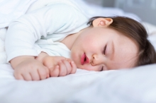 نقلة نوعية.. لهذا السبب يتغير نوم الأطفال جذرياً بعد عمر ...