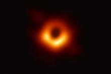 """الثقوب السوداء.. علماء الفلك يطلبون """"مساعدة الجمهور"""""""
