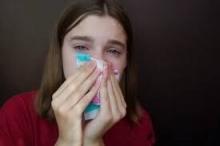 لنفس سبب سيلان الانف عند البكاء.. لماذا تدمع العين عند ...