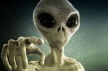 """عالم فلكي يزعم: كائنات فضائية ذكية ستغزو كوكب الأرض و""""تهز ..."""