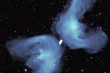 """ألهبت حماس الفلكيين لعقود.. صورة تكشف سرّ غرابة المجرة """"إكس"""" ..."""