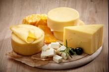 للجبن أنواع كثيرة بحسب قوامها وطريقة تحضيرها وعمرها ونوع الحليب.. ...