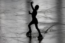 سر التزلج والانزلاق.. لماذا يصبح الجليد زلقا جدا؟