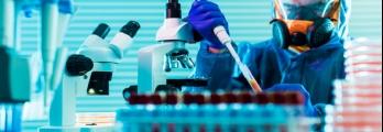 """ماذا يفعل العلماء فعلا عندما يدرسون فيروسات """"خطيرة"""" في المختبر؟"""