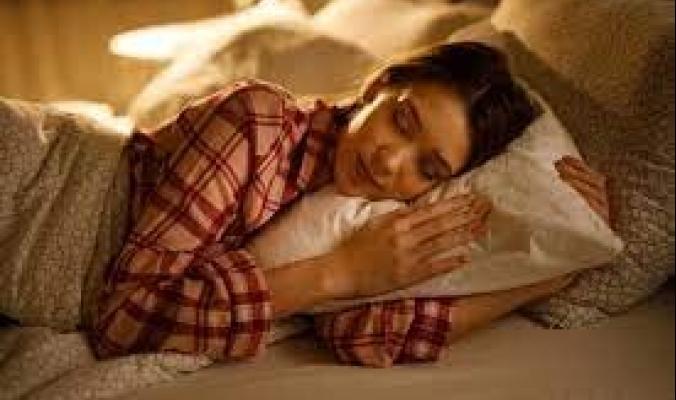 إذا كنت تشعر بالجوع دائماً قبل النوم.. إليك 7 من أفضل الأطعمة الخفيفة الغنية بالمغنيسيوم