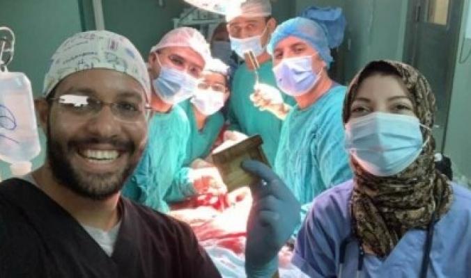 استخراج 6500 جنيه من أحشاء مواطن مصري، وأحد الأطباء يكشف تفاصيل العملية الجراحية