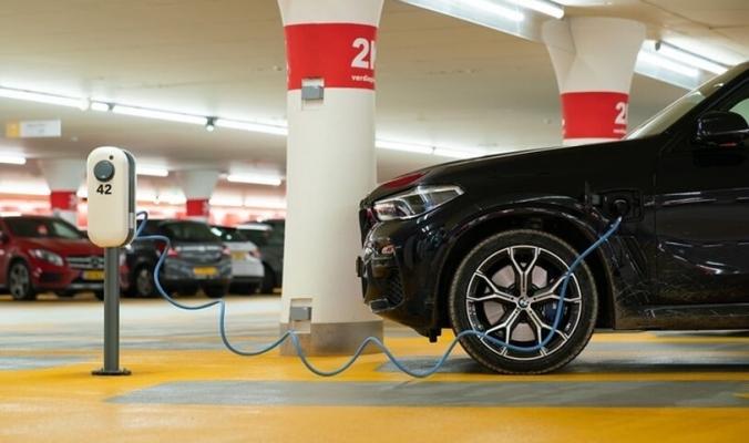 له سلبيات وإيجابيات   ما الذي يجعل السيارات الكهربائية أثقل من العادية؟