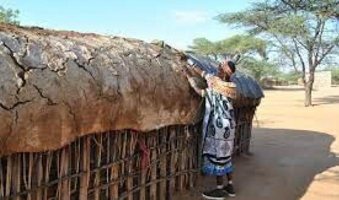 """أسَّستها امرأة تعرَّضت للضرب من الرجال تحت أنظار زوجها.. """"أوموجا"""" قرية إفريقية مُحرمة على الرجال"""