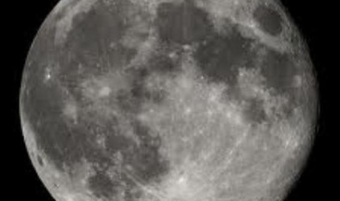 القمر.. مصدر طاقة بديلة خضراء ومستدامة