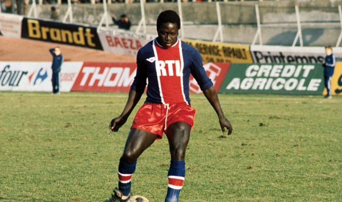 """وفاة """"العملاق النائم"""" بعد 40 عاماً من الغيبوبة.. لاعب المنتخب الفرنسي تدهورت صحته بسبب خطأ طبي"""