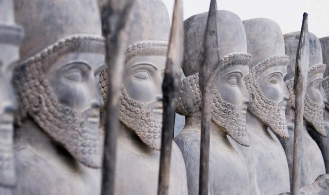 هزموا أوروبا مراراً، وزالت دولتهم على يد عُمر بن الخطاب.. التاريخ القديم للإمبراطورية الفارسية