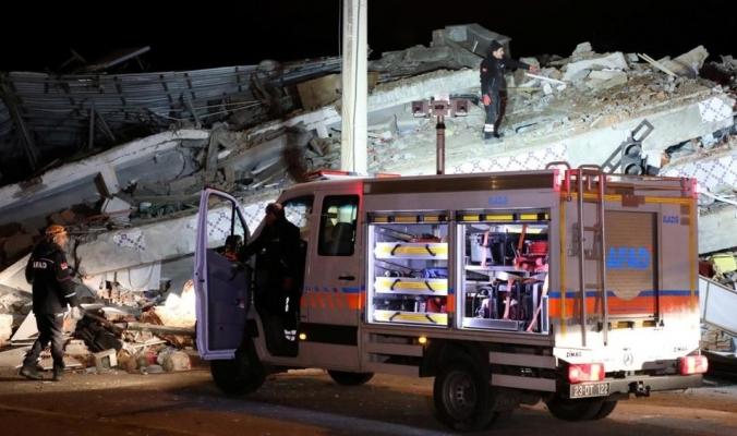 مشاهد مباشرة للحظة وقوعه.. 21 قتيلا وأكثر من ألف مصاب بزلزال تركيا