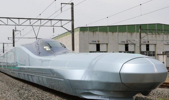 بالفيديو.. قطار ياباني فائق السرعة يقطع 500 كيلومتر في وقت قصير