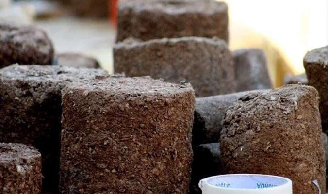 """مبادرة """"خشب صناعي صديق للبيئة"""" تحوّل المخلفات الى ثروة"""