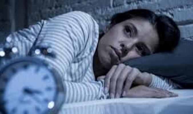 لماذا تستيقظ في منتصف الليل وأنت تلهث؟ قد يكون السبب نوبة قلبية