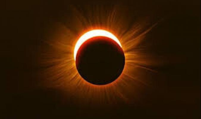 """كسوف الشمس المسمى بـ""""حلقة النار"""" اليوم الخميس.. أين وكيف يمكن مشاهدته؟"""