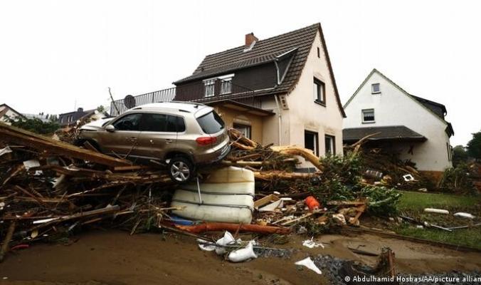 """فيضانات """"عاصفة الموت"""" في ألمانيا.. جرس إنذار للأسوأ؟ كيف إنهارت الماكينات الألمانية أمام رعب الأمطار الطوفانية؟"""