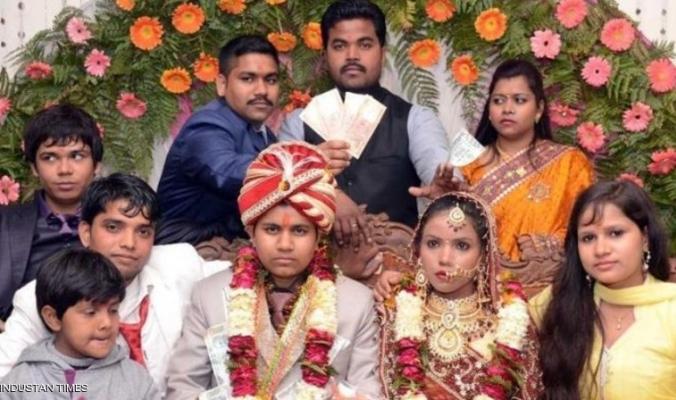 """هندية انتحلت """"صفة رجل"""".. وتزوجت امرأتين"""
