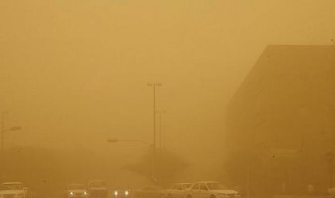 عاصفة ترابية تخنق جدة ومكة المكرمة والمدينة المنورة وتوقف الملاحة البحرية