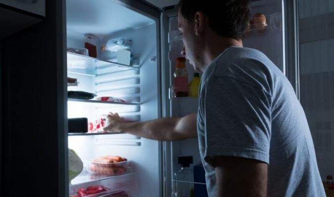 لماذا تشعر بالجوع ليلا؟ نصائح ذهبية للتحكم في شهيتك قبل النوم