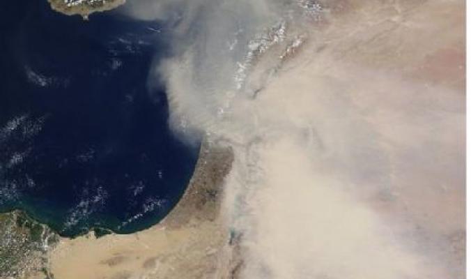 غبار عبر الاقمار الصناعية
