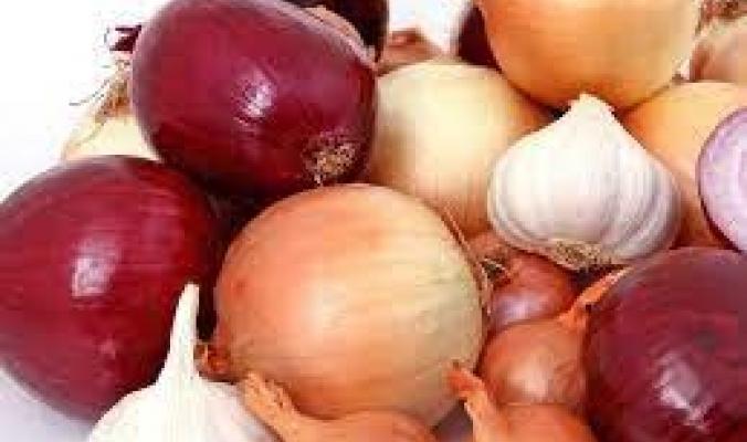 6 طرق لتقطيع البصل دون بكاء