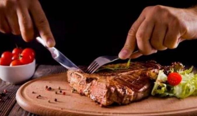 لتجنب التسمم… أقصى مدة لتخزين اللحوم في الثلاجة والفريزر