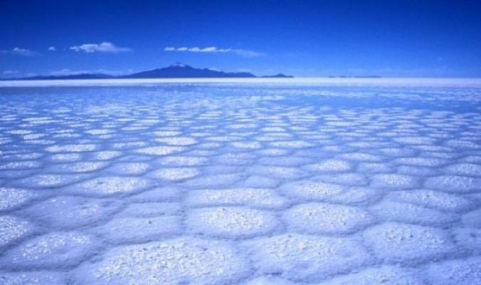 شاهد بالصور أكبر صحراء للأملاح الطبيعية في العالم