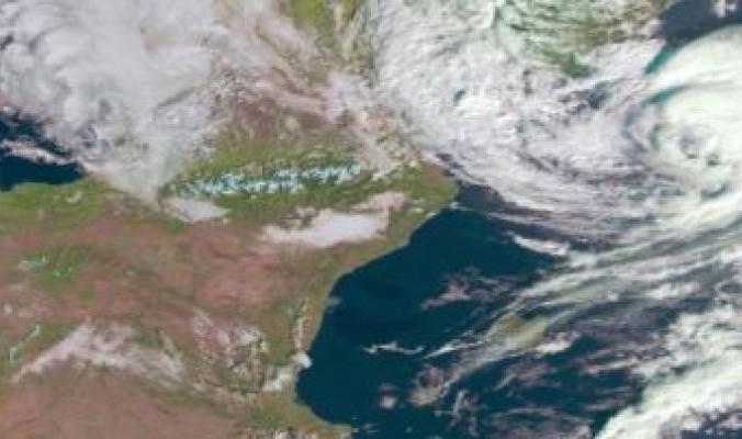 عاصفه شبيهة بالاعاصير على السواحل الايطالية