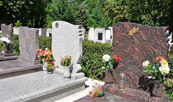 استخدمها الإغريق والرومان والفراعنة! من أين أتت ثقافة وضع الورود على القبور؟