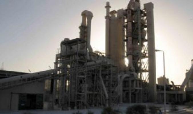 إسرائيل تتهم مصر بتلويث هوائها بدخان مصانع الحديد والأسمنت