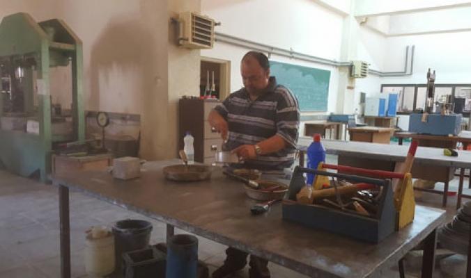 مهندس فلسطيني يبتكر طريقة لتحويل النفايات الصلبة إلى مواد بناء