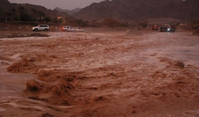 أمطار رعدية غزيرة جداً في الإمارات ... أجمل تقرير مصور لخيرات السماء