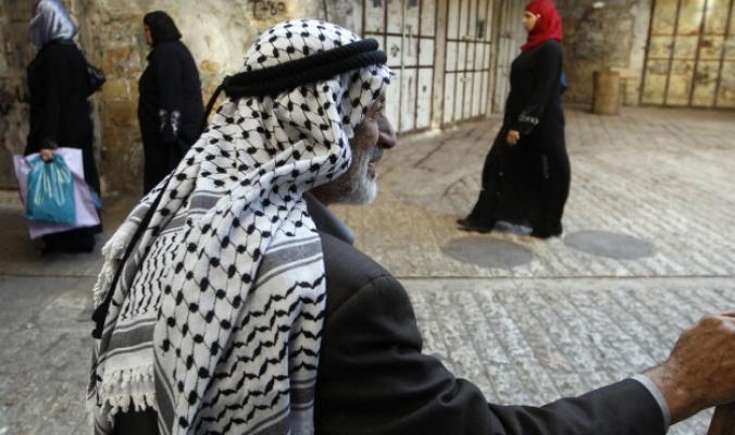الكوفية الفلسطينية.. كل ما تريد معرفته عن الرمز الأشهر لقضية فلسطين