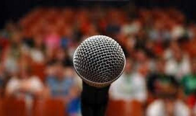 قد يفوق الخوفَ من الموت في حدته.. لماذا يعاني البعض من رهاب الحديث أمام الجمهور؟