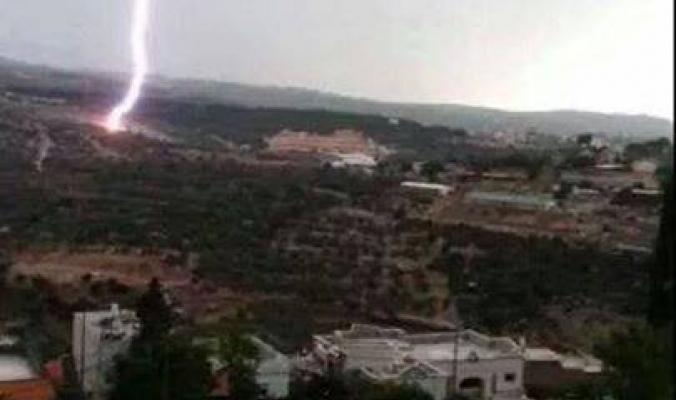 صاعقة تضرب شمال فلسطين نتيجة حالة عدم الاستقرار   8/10/2014
