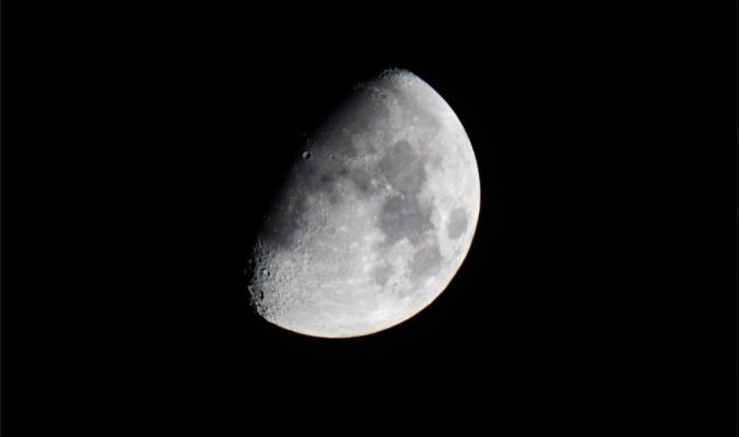 ماذا سيحدث لو لم يكن هناك قمر؟