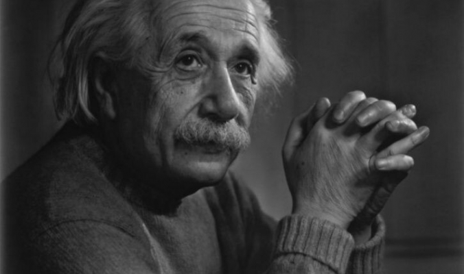هل دماغه مُختلف فعلاً؟ قصة سرقة دماغ أينشتاين بعد وفاته واللعنة التي أصابت سارقه