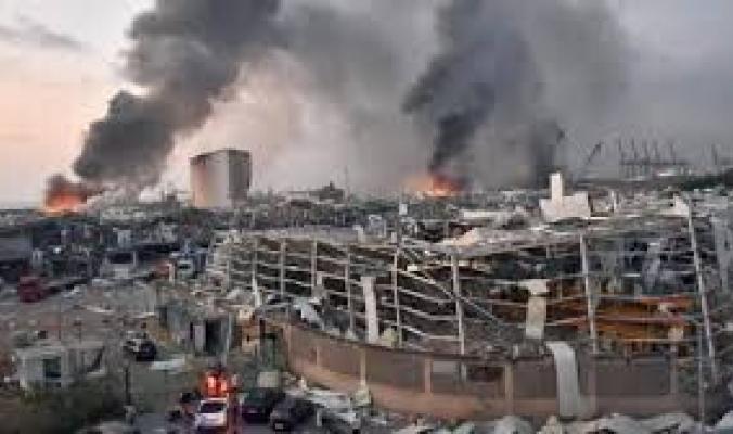 كيف تتحول نترات الآمونيوم من مصدر للحياة إلى قنبلة ذرية صغيرة، وما سبب انفجارها في مرفأ بيروت؟