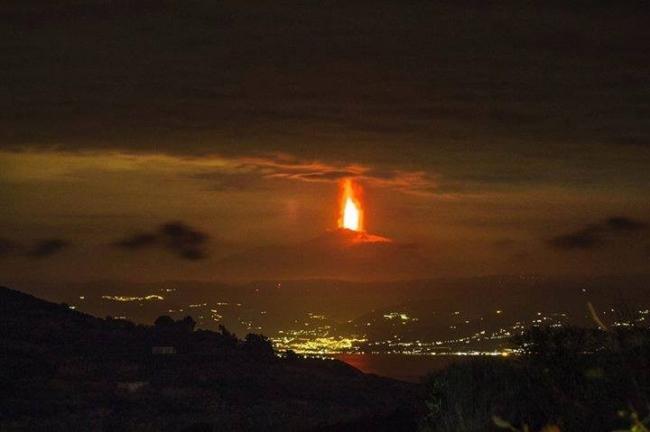 """ليست صورة أسطورية ..بل صورة حقيقية لـ """"جبل النار"""""""