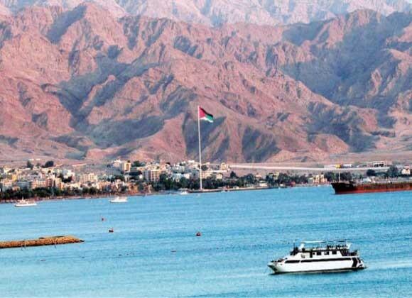 """ما الذي فعلته """"كورونا"""" في """"العقبة """"الأردنية؟: أثرياء عمّان """"تقطّعت بهم سُبل السياحة"""" فزحفوا إلى هناك"""