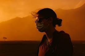 مريضة تمشي على الجمر.. أعراض غريبة لفيروس كورونا