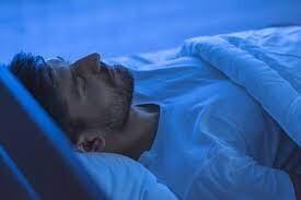 لماذا ننسى الأحلام فور الاستيقاظ من النوم؟ وهل بإمكاننا حقاً التدرُّب على تذكرها؟