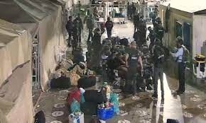 فيديو غير مسبوق لاعتداءات على أسرانا في السجون.. ظهروا مكبَّلين بينما يركلهم الجنود بطريقة وحشية